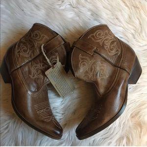 BedSTU Ottawa Cowboy Ankle Boots